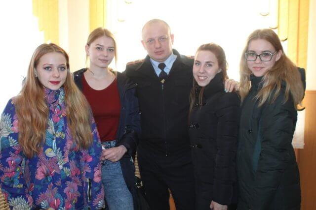 СТУДЕНЧЕСКИЙ ДЕСАНТ ПОСЕТИЛ ГИБДД
